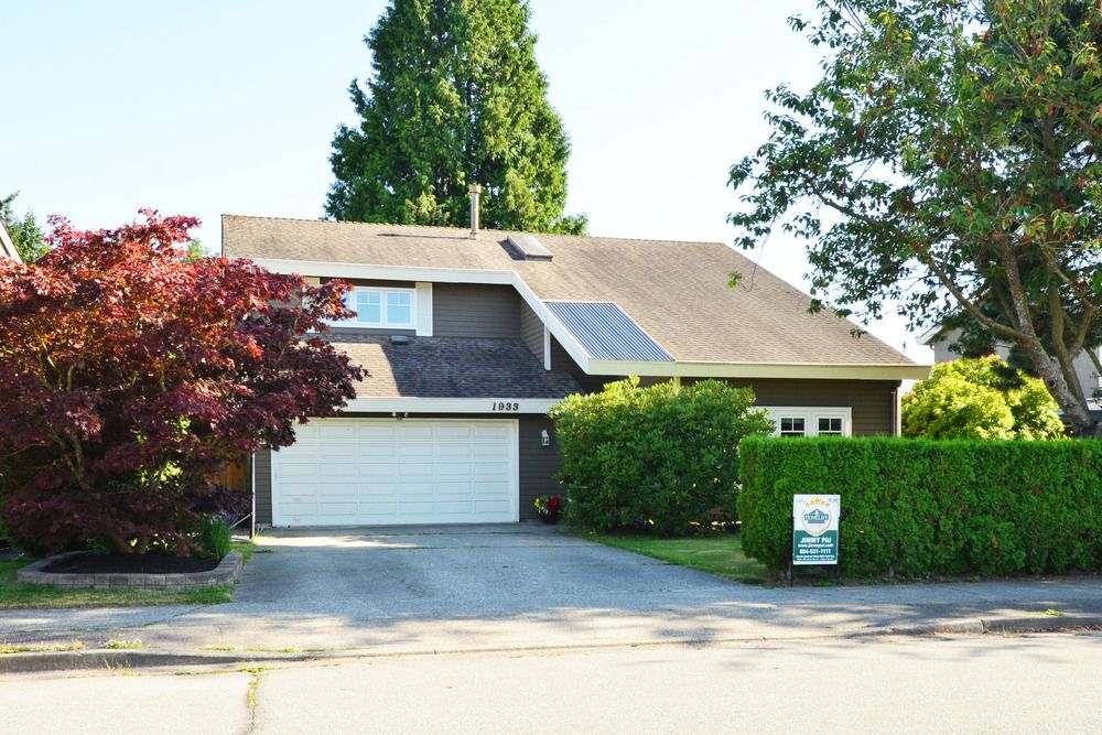 Main Photo: 1933 SOUTHMERE CRESCENT in South Surrey White Rock: Home for sale : MLS®# r2207161