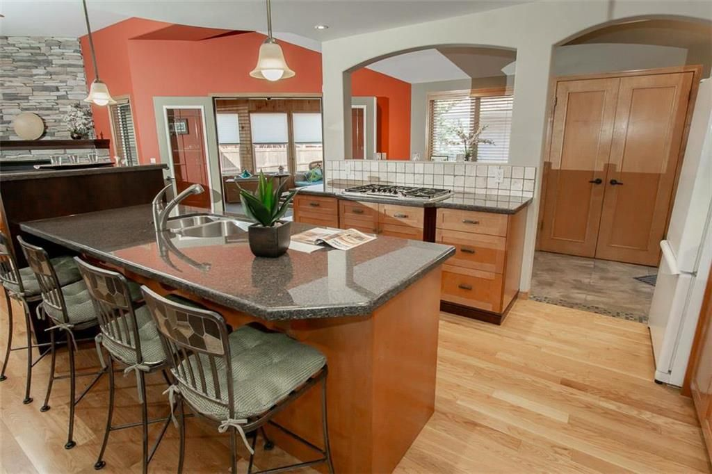 Photo 11: Photos: 23 Tiverton Bay in Winnipeg: River Park South Residential for sale (2F)  : MLS®# 202008374