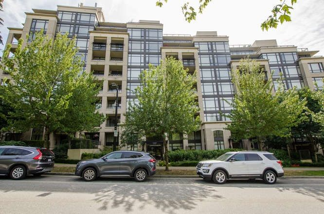"""Main Photo: 900 9310 UNIVERSITY Crescent in Burnaby: Simon Fraser Univer. Condo for sale in """"1 University"""" (Burnaby North)  : MLS®# R2193160"""