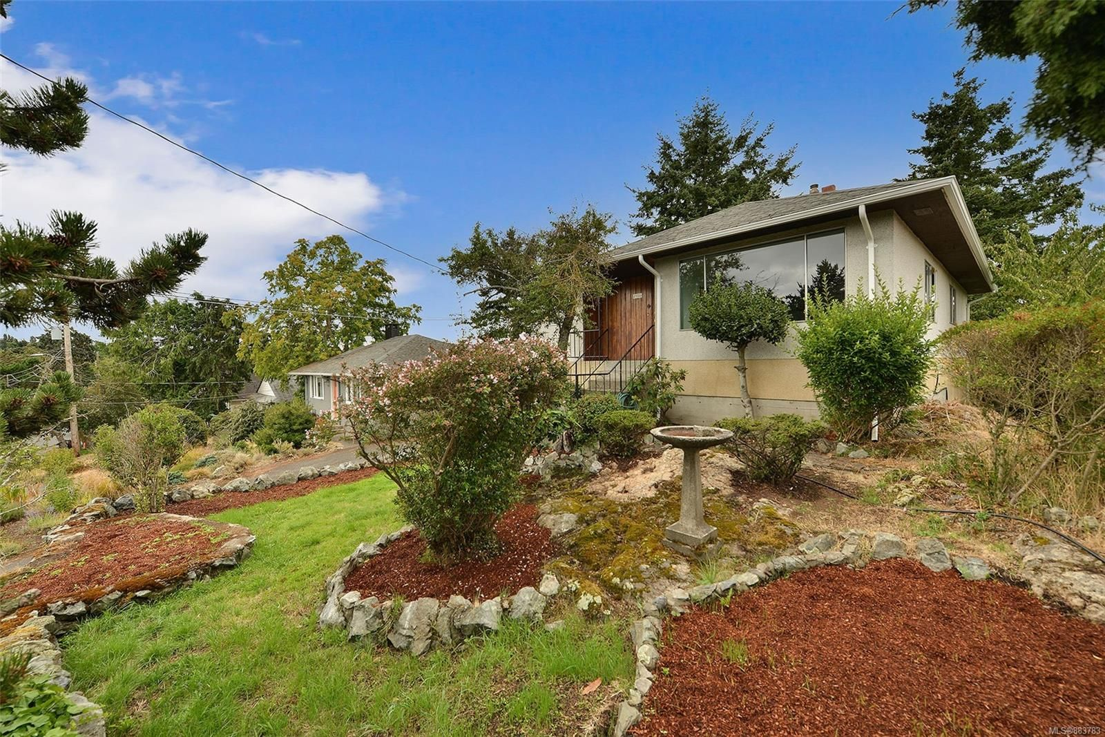 Main Photo: 2536 ASQUITH St in : Vi Oaklands House for sale (Victoria)  : MLS®# 883783