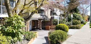 """Photo 3: 311 3875 W 4TH Avenue in Vancouver: Point Grey Condo for sale in """"Landmark"""" (Vancouver West)  : MLS®# R2567957"""