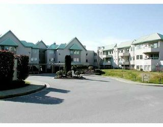 """Photo 1: 6735 STATION HILL Court in Burnaby: South Slope Condo for sale in """"THE COURTYARDS"""" (Burnaby South)  : MLS®# V635769"""
