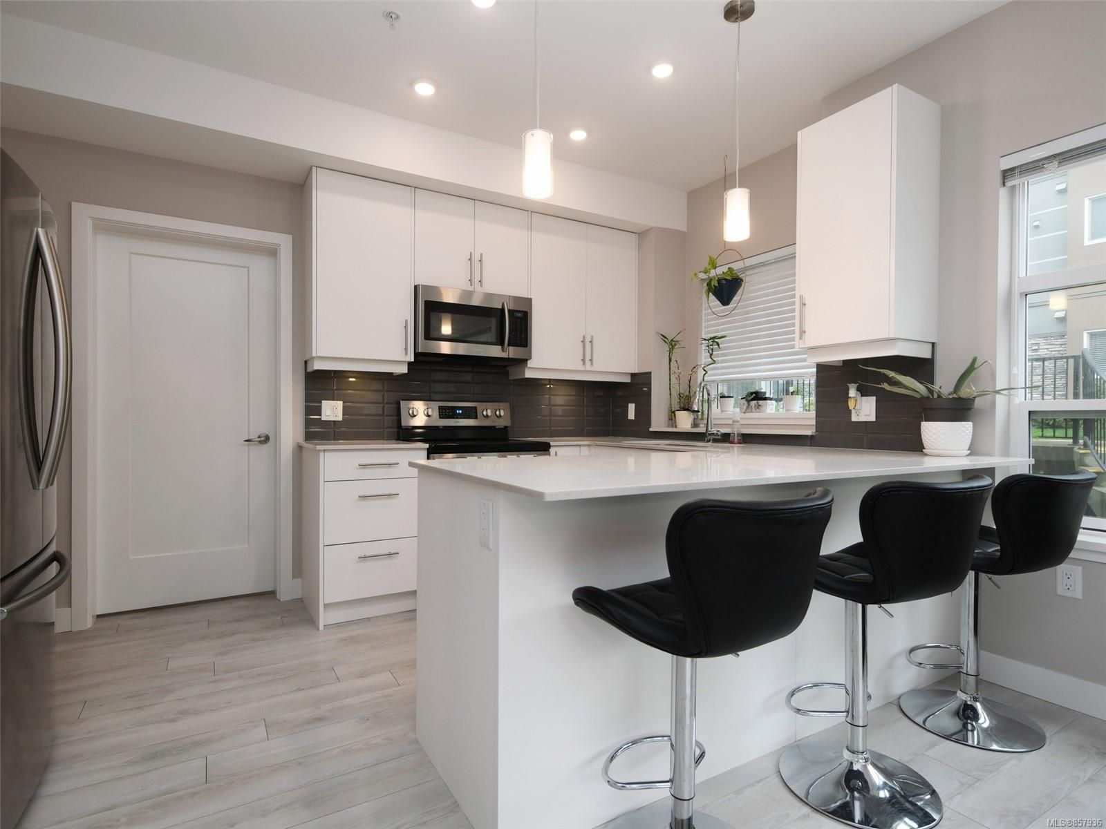 Photo 6: Photos: 103 1020 Inverness Rd in Saanich: SE Quadra Condo for sale (Saanich East)  : MLS®# 857936