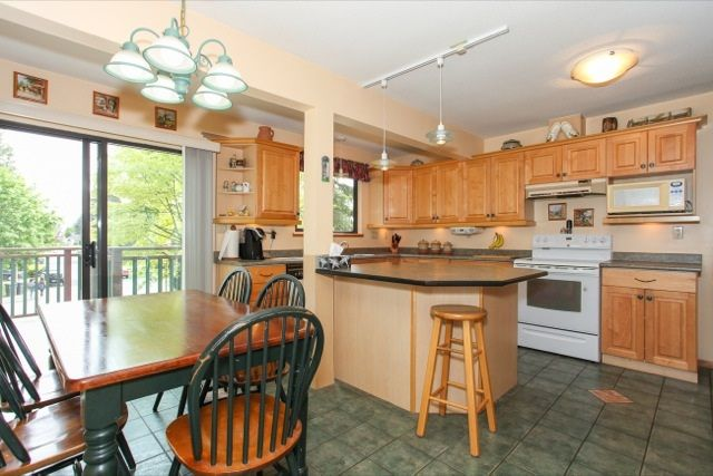 """Photo 8: Photos: 6079 132A Street in Surrey: Panorama Ridge House for sale in """"North Ridge"""" : MLS®# R2065157"""