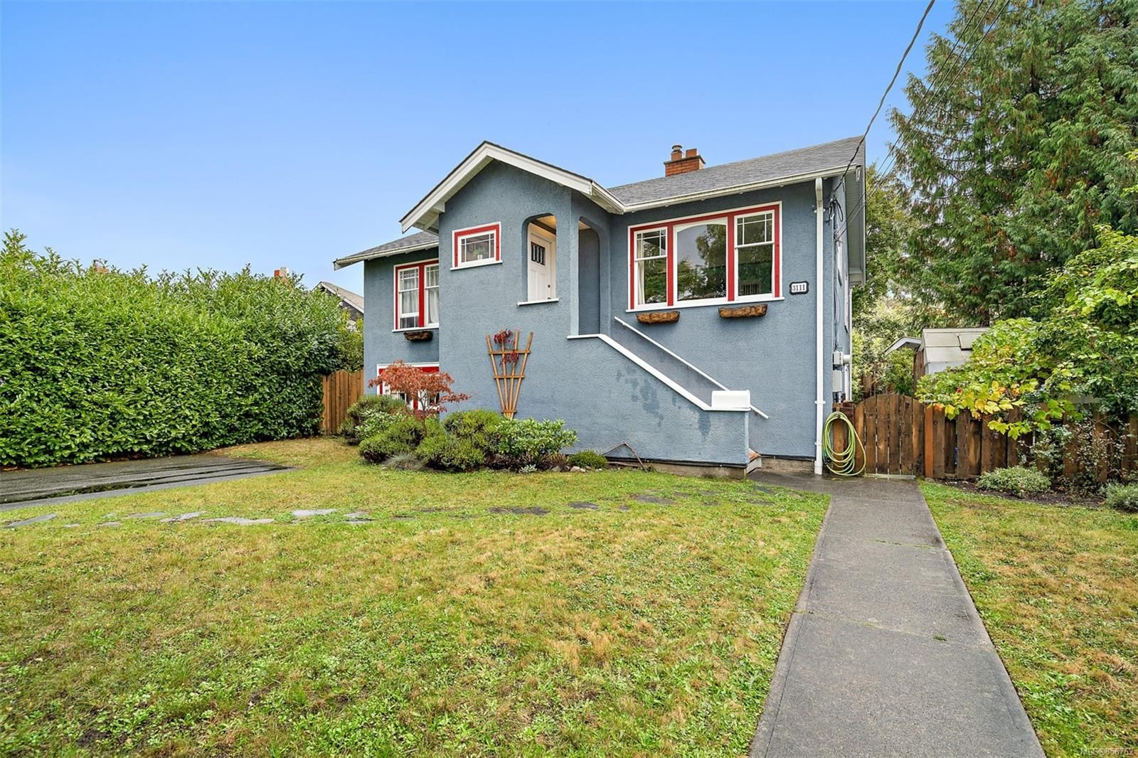Main Photo: 3111 Service St in : SE Camosun House for sale (Saanich East)  : MLS®# 856762