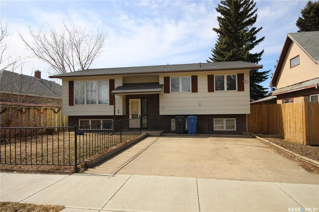 Main Photo: 1121 105th Street in North Battleford: Sapp Valley Residential for sale : MLS®# SK845592