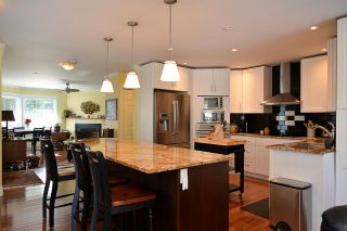 Photo 1: 758 DOGWOOD Road in Gibsons: Gibsons & Area House for sale (Sunshine Coast)  : MLS®# R2151093