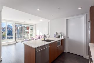 """Photo 2: 1001 1372 SEYMOUR Street in Vancouver: Downtown VW Condo for sale in """"THE MARK"""" (Vancouver West)  : MLS®# R2001462"""