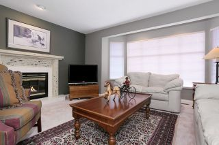 Photo 2: 6048 189A Street in Surrey: Cloverdale BC House for sale (Cloverdale)  : MLS®# R2054243