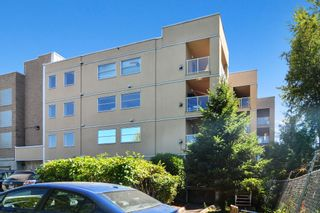"""Photo 2: 302 22722 LOUGHEED Highway in Maple Ridge: East Central Condo for sale in """"MARK'S PLACE"""" : MLS®# R2602812"""