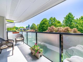 """Photo 16: 412 2333 TRIUMPH Street in Vancouver: Hastings Condo for sale in """"LANDMARK MONTEREY"""" (Vancouver East)  : MLS®# R2582065"""