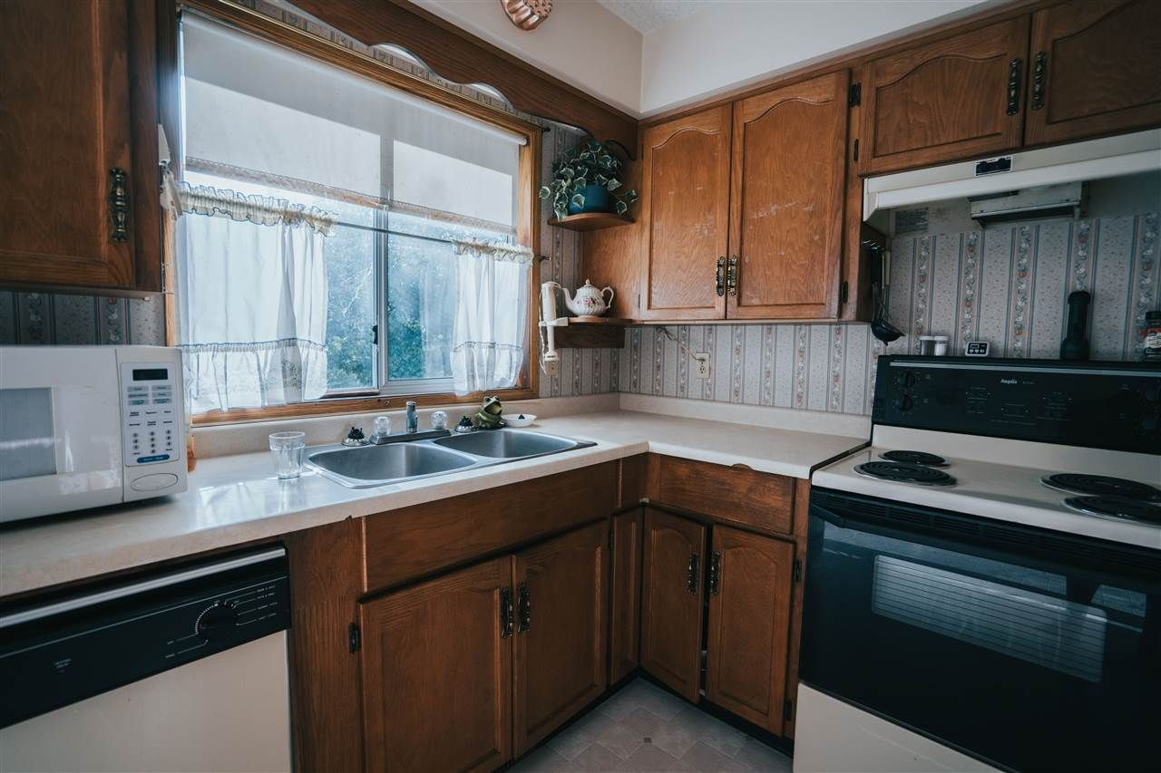 Photo 10: Photos: 3655 FIFE Place in Abbotsford: Central Abbotsford House for sale : MLS®# R2479390