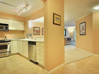 """Photo 8: 207 2288 W 12TH Avenue in Vancouver: Kitsilano Condo for sale in """"CONNAUGHT POINT"""" (Vancouver West)  : MLS®# V820109"""