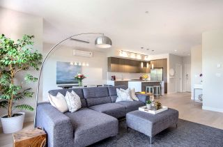 """Photo 2: PH3 5555 DUNBAR Street in Vancouver: Dunbar Condo for sale in """"5555 Dunbar"""" (Vancouver West)  : MLS®# R2081616"""