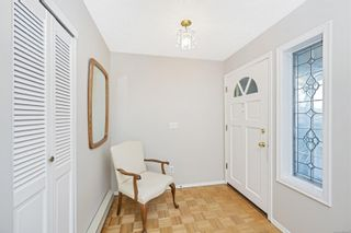 Photo 3: 1670 Barrett Dr in North Saanich: NS Dean Park House for sale : MLS®# 886499