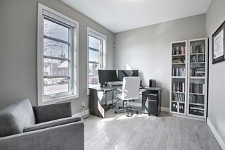 Photo 3: 622 20 Avenue NW in Calgary: Mount Pleasant Semi Detached for sale : MLS®# A1120520