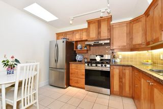 """Photo 9: 306 3088 W 41ST Avenue in Vancouver: Kerrisdale Condo for sale in """"THE LANESBOROUGH"""" (Vancouver West)  : MLS®# R2339683"""