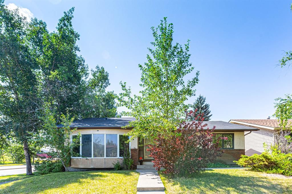 Main Photo: 331 Edgehill Drive NW in Calgary: Edgemont Detached for sale : MLS®# A1140206