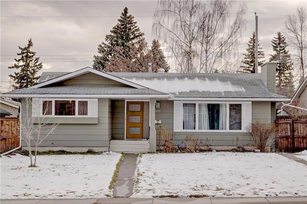 Main Photo: 611 WOODSWORTH Road SE in Calgary: Willow Park Detached for sale : MLS®# C4216444
