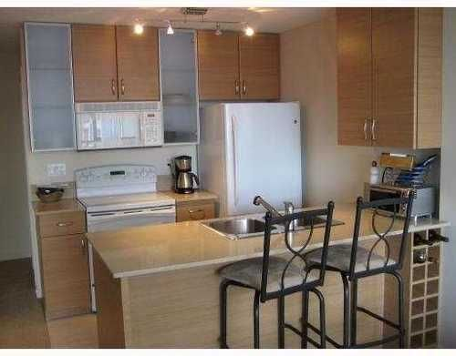 Main Photo: 2501 909 MAINLAND Street in Vancouver: Home for sale : MLS®# V766194