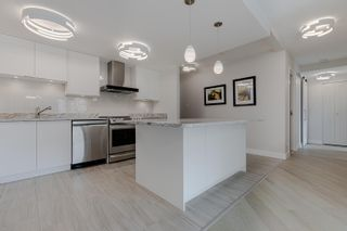 """Photo 5: 406 1450 PENNYFARTHING Drive in Vancouver: False Creek Condo for sale in """"Harbour Cove"""" (Vancouver West)  : MLS®# R2617259"""