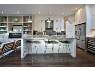 Photo 6: 931 33 Street NW in Calgary: Parkdale House for sale : MLS®# C4003919