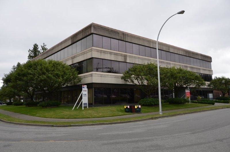 Main Photo: 203 10334 152A Street in Surrey: Guildford Office for lease (North Surrey)  : MLS®# C8030301
