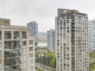 """Photo 14: 2202 930 CAMBIE Street in Vancouver: Yaletown Condo for sale in """"PACIFIC PLACE LANDMARK 2"""" (Vancouver West)  : MLS®# R2161898"""