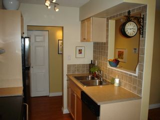 Photo 6: 101 36 E 14th Ave in Rosemount Manor: Home for sale