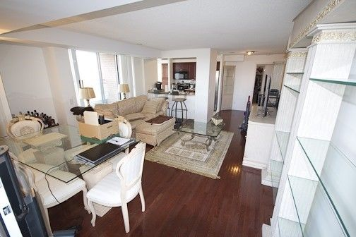 Main Photo: 1112 310 Red Maple Road in Richmond Hill: Langstaff Condo for lease : MLS®# N3453681