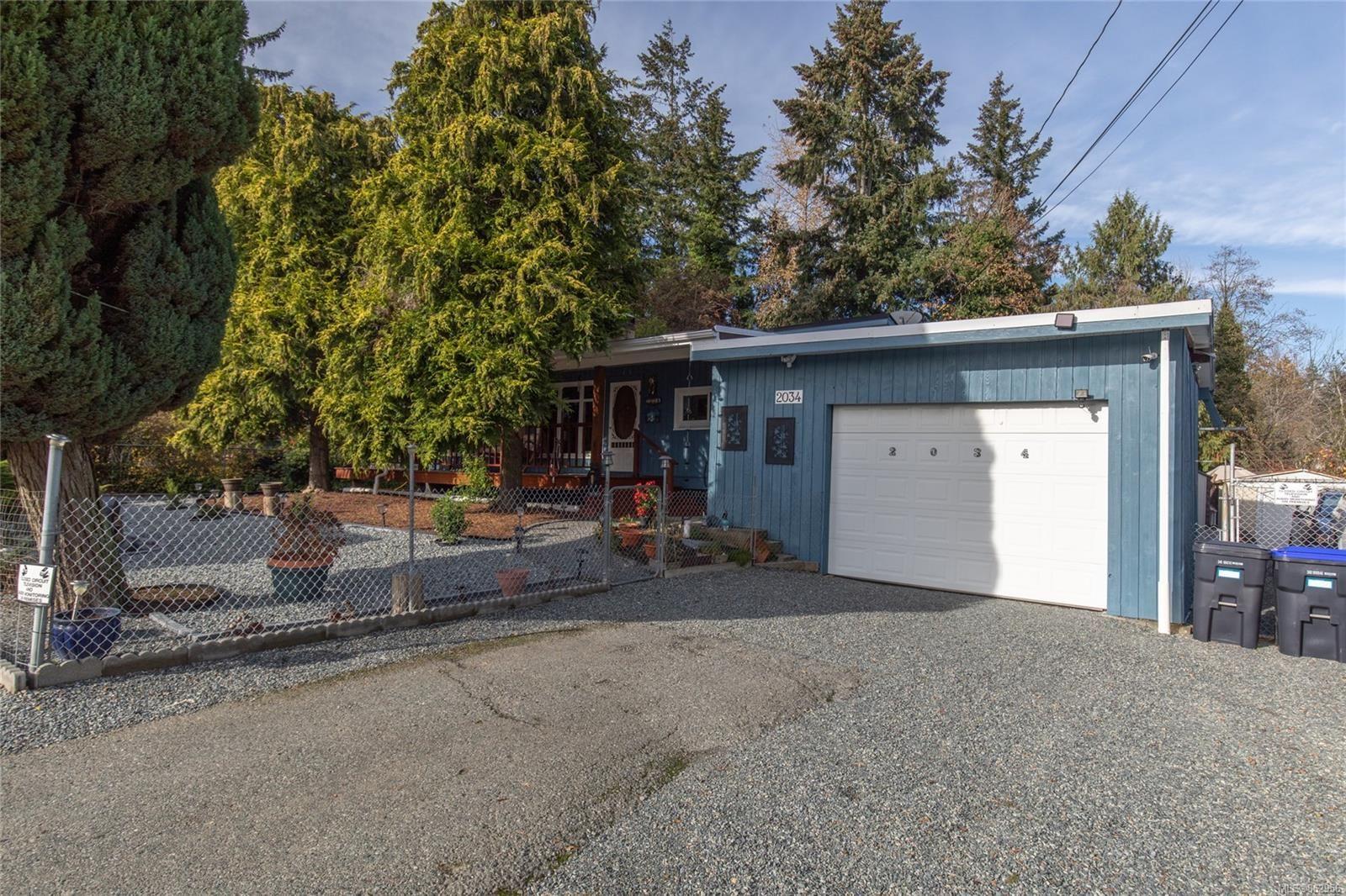 Main Photo: 2034 Holden Corso Rd in : Na Cedar House for sale (Nanaimo)  : MLS®# 862956