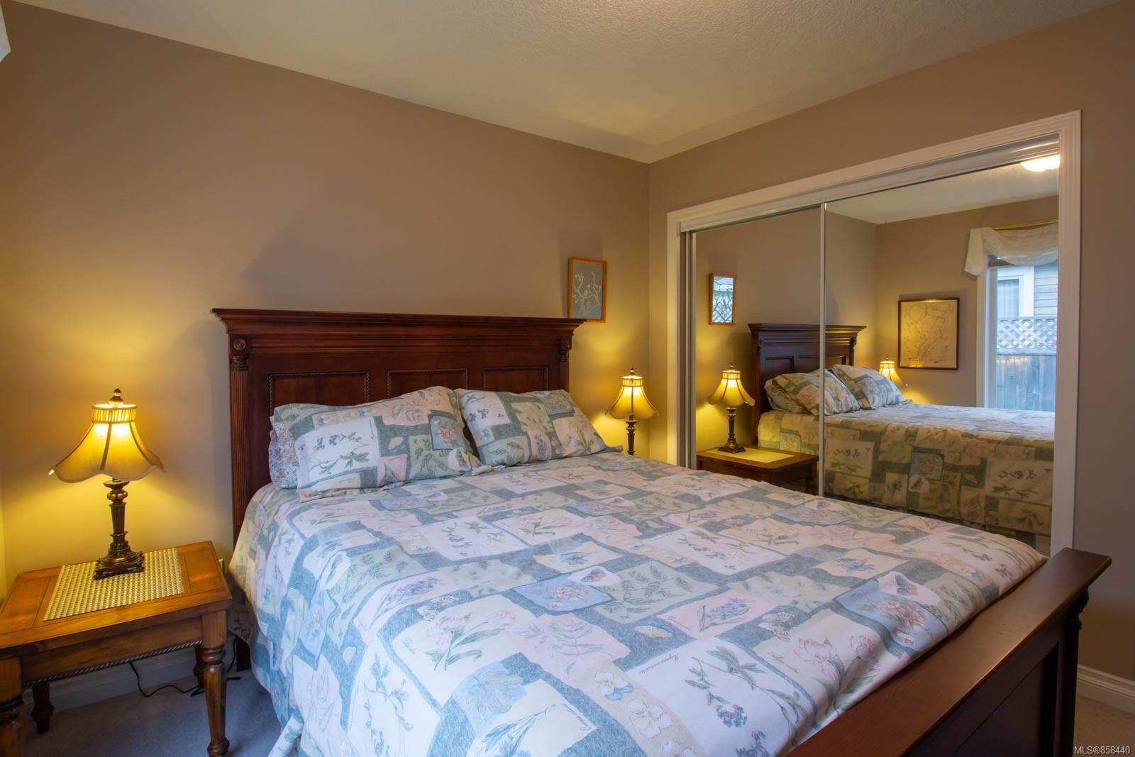 Photo 8: Photos: 798 Devon Pl in : PQ Qualicum Beach House for sale (Parksville/Qualicum)  : MLS®# 858440