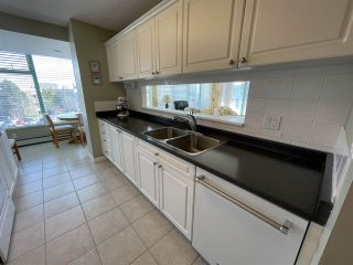 """Photo 10: 303 15466 NORTH BLUFF Road: White Rock Condo for sale in """"THE SUMMIT"""" (South Surrey White Rock)  : MLS®# R2557297"""