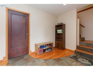 Photo 3: 1736 Foul Bay Rd in VICTORIA: Vi Jubilee House for sale (Victoria)  : MLS®# 756061