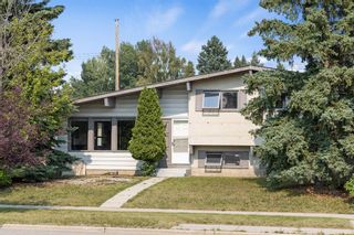 Main Photo: 224 Queensland Drive SE in Calgary: Queensland Detached for sale : MLS®# A1126713