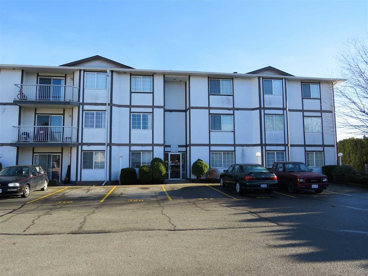 """Main Photo: 218 45669 MCINTOSH Drive in Chilliwack: Chilliwack W Young-Well Condo for sale in """"McIntosh Village"""" : MLS®# R2331709"""