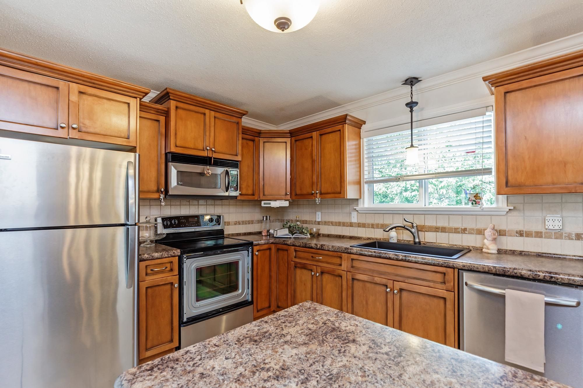 Photo 12: Photos: 32319 ATWATER Crescent in Abbotsford: Abbotsford West House for sale : MLS®# R2609136