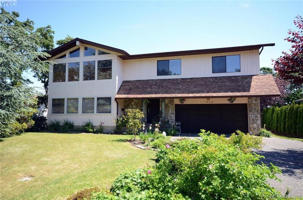 Main Photo: 913 Nicholson St in VICTORIA: SE High Quadra House for sale (Saanich East)  : MLS®# 789694