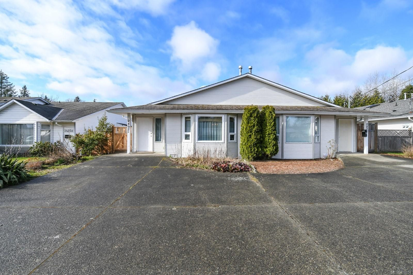 Main Photo: B 2407 Willemar Ave in : CV Courtenay City Half Duplex for sale (Comox Valley)  : MLS®# 870934