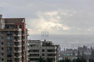 """Photo 1: 1408 7108 COLLIER Street in Burnaby: Highgate Condo for sale in """"ARCADIA WEST"""" (Burnaby South)  : MLS®# R2144711"""