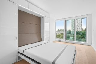 """Photo 5: 2411 13438 CENTRAL Avenue in Surrey: Whalley Condo for sale in """"Prime on the Plaza"""" (North Surrey)  : MLS®# R2572407"""