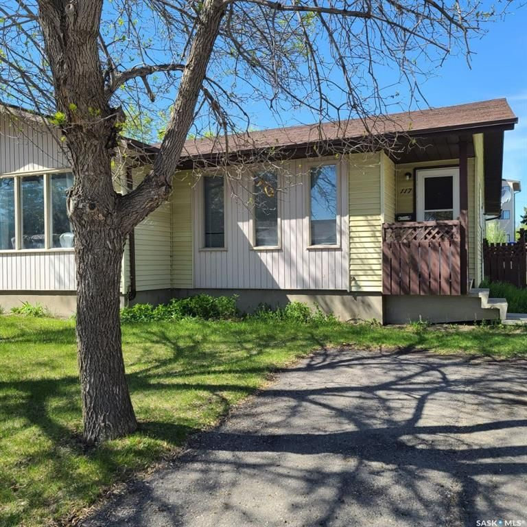 Main Photo: 117 Stillwater Drive in Saskatoon: Lakeview SA Residential for sale : MLS®# SK856434