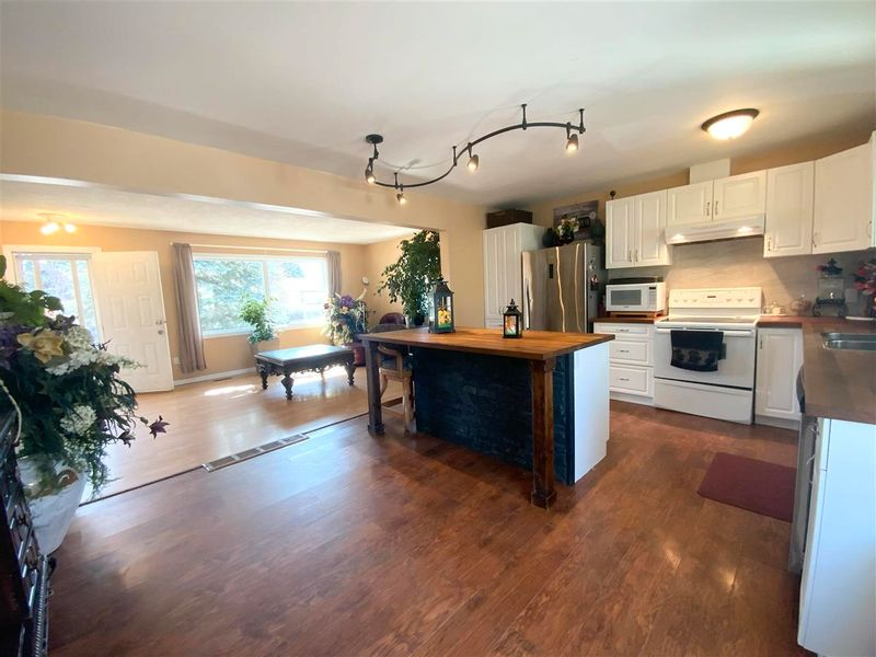 FEATURED LISTING: 162 Maple Crescent Wetaskiwin