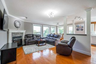 Photo 1: 405 33718 KING Road: Condo for sale in Abbotsford: MLS®# R2592983