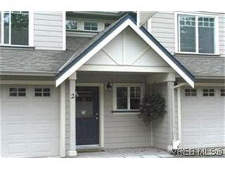 Photo 1: 2 2650 Shelbourne St in VICTORIA: Vi Oaklands Row/Townhouse for sale (Victoria)  : MLS®# 439697