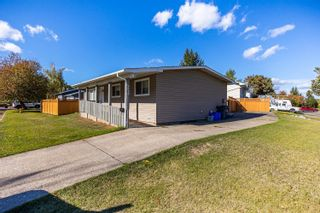 Photo 2: 2322 SHEARER Crescent in Prince George: Pinewood Manufactured Home for sale (PG City West (Zone 71))  : MLS®# R2620506