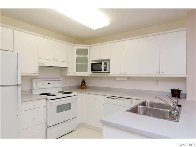 Photo 8: Photos: 650 Warde Avenue in Winnipeg: River Park South Condominium for sale (2F)  : MLS®# 1622113