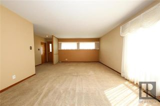 Photo 3: 35 Baffin Crescent in Winnipeg: Silver Heights Residential for sale (5F)  : MLS®# 1828186