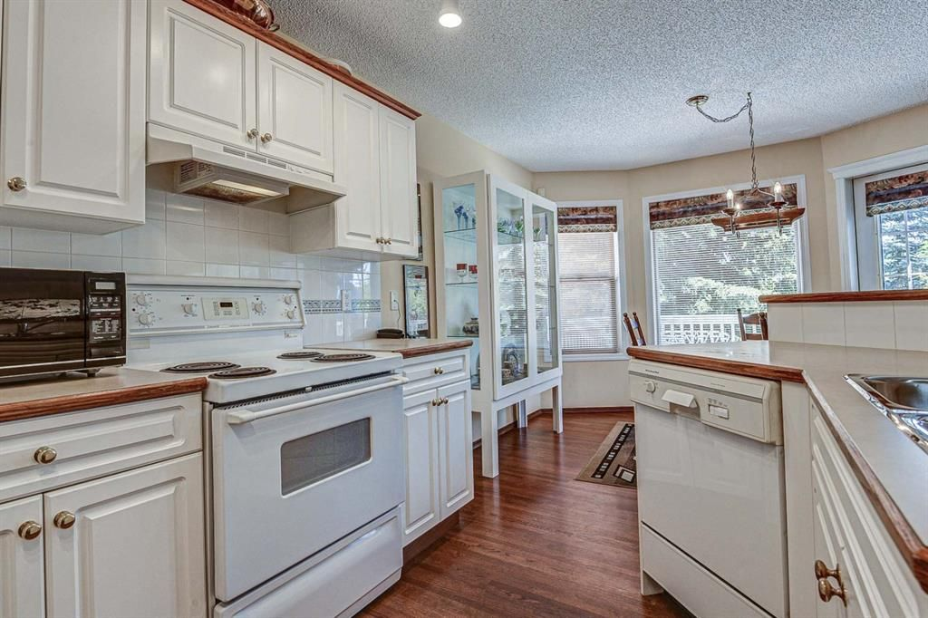 Photo 9: Photos: 127 Bridlewood Circle SW in Calgary: Bridlewood Detached for sale : MLS®# A1123607
