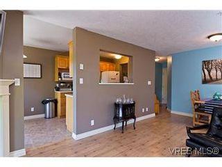 Photo 4: 307 2527 Quadra Street in VICTORIA: Vi Hillside Condo Apartment for sale (Victoria)  : MLS®# 298053
